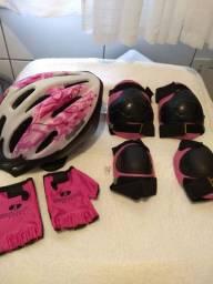 Capacete e protetores para ciclista