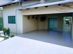 Casa com 3 quartos em Lote de 300 metros com móveis planejados.