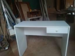 Escrivaninha Branco com uma gaveta