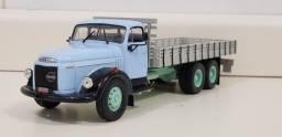 Revista Altaya c/ Miniatura caminhão Volvo L395 Titan Carroceria