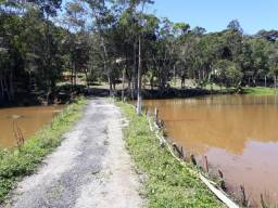 Sítio com 20.000 m²,com piscina,nascente e 2 lagos na propriedade.(Tel.11 975061502)
