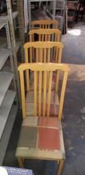 Jogo de 4 cadeiras na cor marfim em madeira