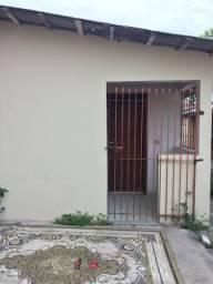 Alugo casa no cajuru, 02 quartos sala e cozinha conjugada