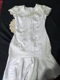 Vestido branco com renda social