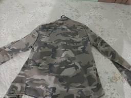 Jaqueta camuflada nova sem uso
