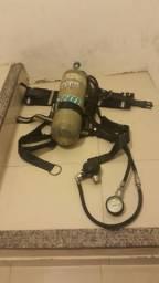 Cilindro para mergulho com cinto e equipamentos