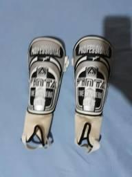 Caneleira profissional grande com tornozeleira