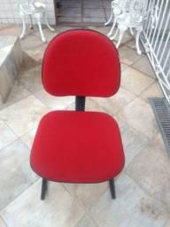 Cadeira escritório semi nova