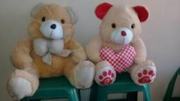 Dois ursos de pelucia