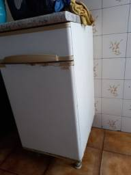 Pequeno armário de cozinha