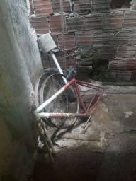 Quadro de bicicleta quase conpreto