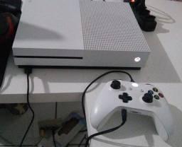 Título do anúncio: Xbox one s de 1 tera E monitor