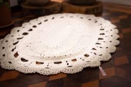 Tapete de crochê produção manual, 90 cm, cor crua.