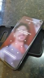 Samsung s10e sem um arranhão. Muito novo . 6 de RAM e 128