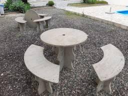 Mesa e banco cimento