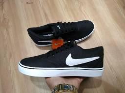 Tênis Nike SB preto com branco