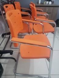 Vendo Cadeiras de escritório novas