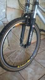 Bicicleta aro 26, suspensão,amortecedor, aero, mesinha, prata