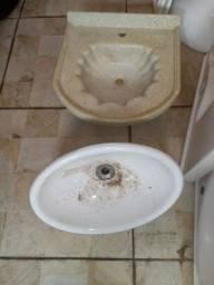 Título do anúncio: Vendo pias de banheiro Usadas..CDD de MARÍLIA