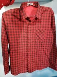 Vendo blusa de festa junina unissex tamanho 14 serve de 12 a 17 anos R$50 reais P