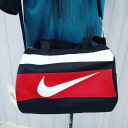 Título do anúncio: Bolsa mala esportiva pequena viagem, academia, futebol