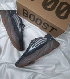 Título do anúncio: Adidas Yeezy 700 v2 Mauve