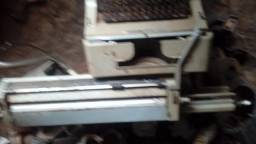 Maquina de escrever antiga olivetti