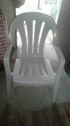Três cadeira por 100 reais