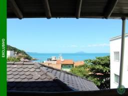 Lindo sobrado com vista para o mar, localizado a 100 metros da praia de Quatro Ilhas.