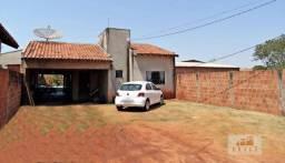 Vende-se casa de alvenaria com 120,00 m2 no Bairro Sucupira - Naviraí - MS