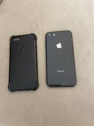 IPhone 8 de 64GB com a capa