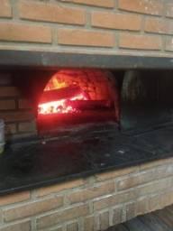 Vende se pizzaria, com tradição de 12 anos