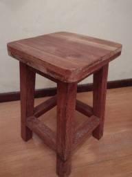 Título do anúncio: Banqueta de madeira bem forte. Usada para fazer piso.