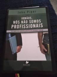 Livro Cristão: Irmãos, nós não somos profissionais.