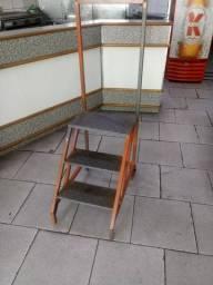 Escada plataforma 3 degraus com rodinhas