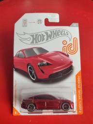 Título do anúncio: Hot Wheels - Porsche Taycan Turbo S (Série id)