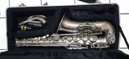 Saxofone usado em bom estado