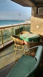 Amplo apartamento frontal a Praia do Forte (pé na areia), deslumbrante vista mar