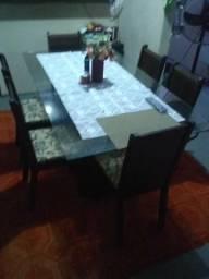 Vendo mesa de 6 cadeiras 600 reais