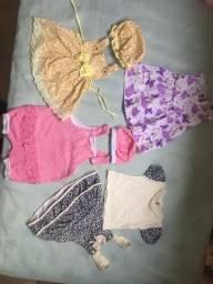 Vestidos e macacão para menina