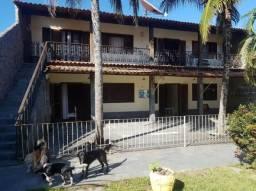 Ampla casa com 4 quartos sendo 2 suítes com bom quintal próxima ao calçadão da lagoa da Po