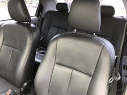 Toyota Etios sedan 13/13 XLS 1.5 (couro, top de linha) - 2013