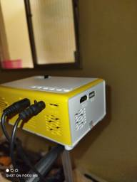 Título do anúncio: Mini projetor+tripé, novo , na caixa
