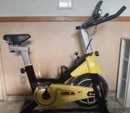 bicicleta spinning com roda de inércia de 8k - wct fitness - semi-nova