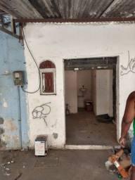 Título do anúncio: Alugo pequena loja na fazenda Botafogo em frente a feira de Acari