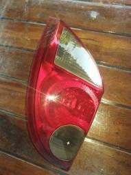 Vende se uma lanterna traseira do celta 2012 ao 2015