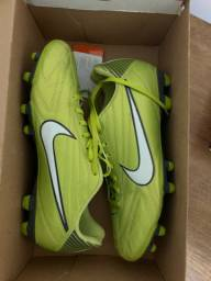 Vendo chuteiras Nike tamanho 44