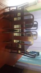 Mesa seis cadeiras, balcão com espelho