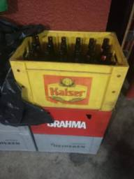 Vendo caixas de cerveja 100 caixas 5 reais cada