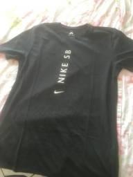 Camiseta NIKE SB(pouco usada)